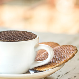 stroop waffels on a coffe cup